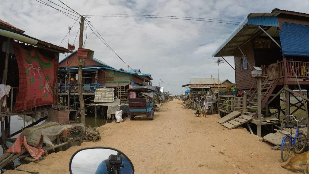 プノンクロムの帰りに立ち寄ったチョンクニアスという水上生活をする人々の住居があるエリアです。