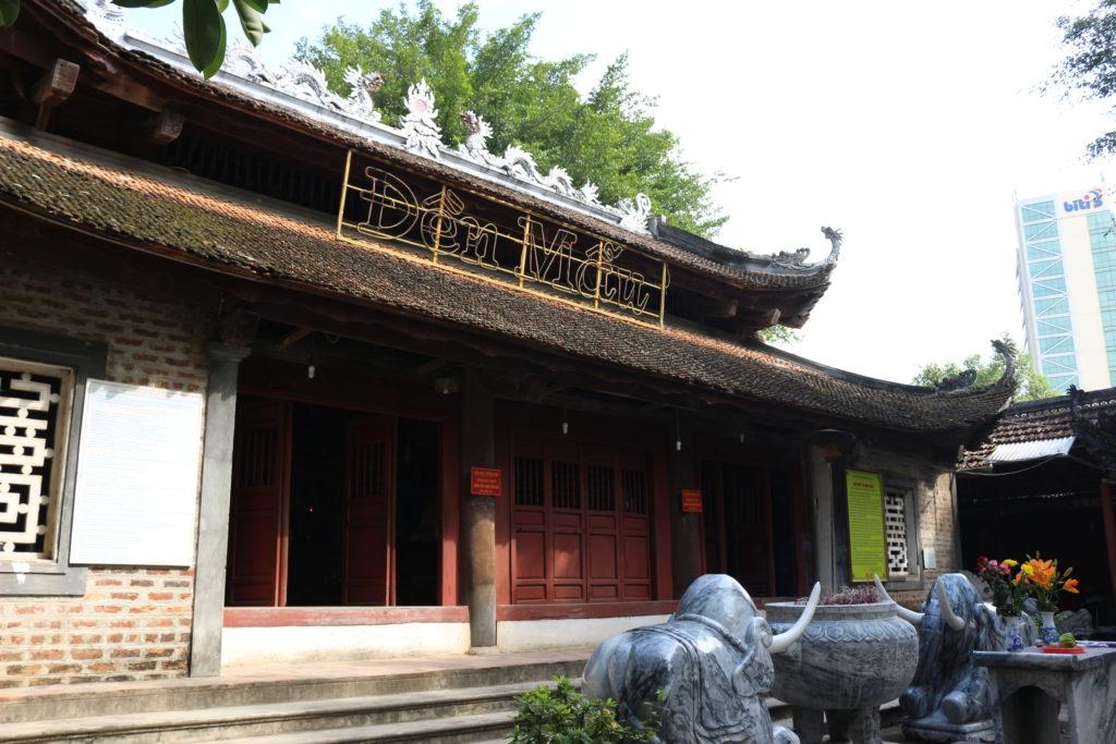 友好橋のベトナム側のゲート横にある小さな寺院