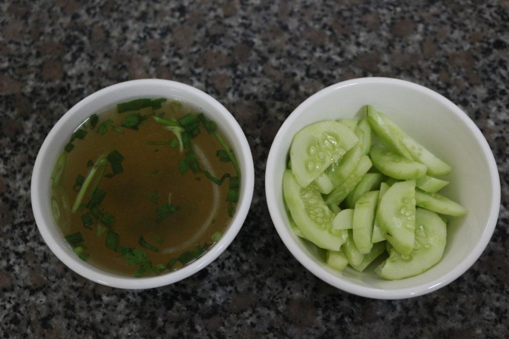 スープときゅうりの漬物