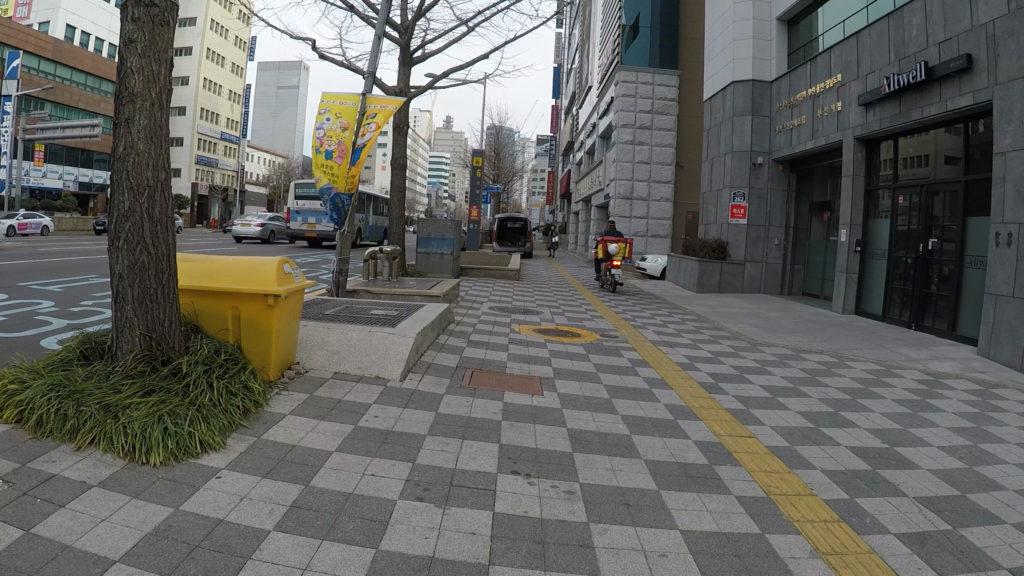 草梁駅周辺まで来ればいつもの見慣れた釜山の景色だ