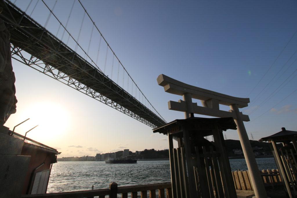 和布刈神社から見る関門橋