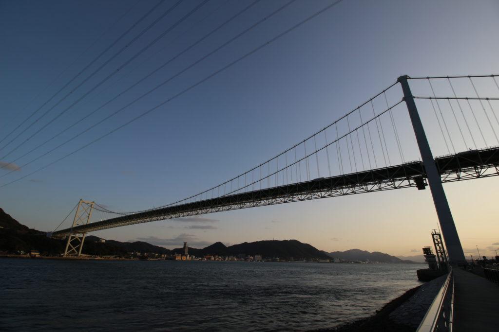 下関側から見る関門海峡と関門橋