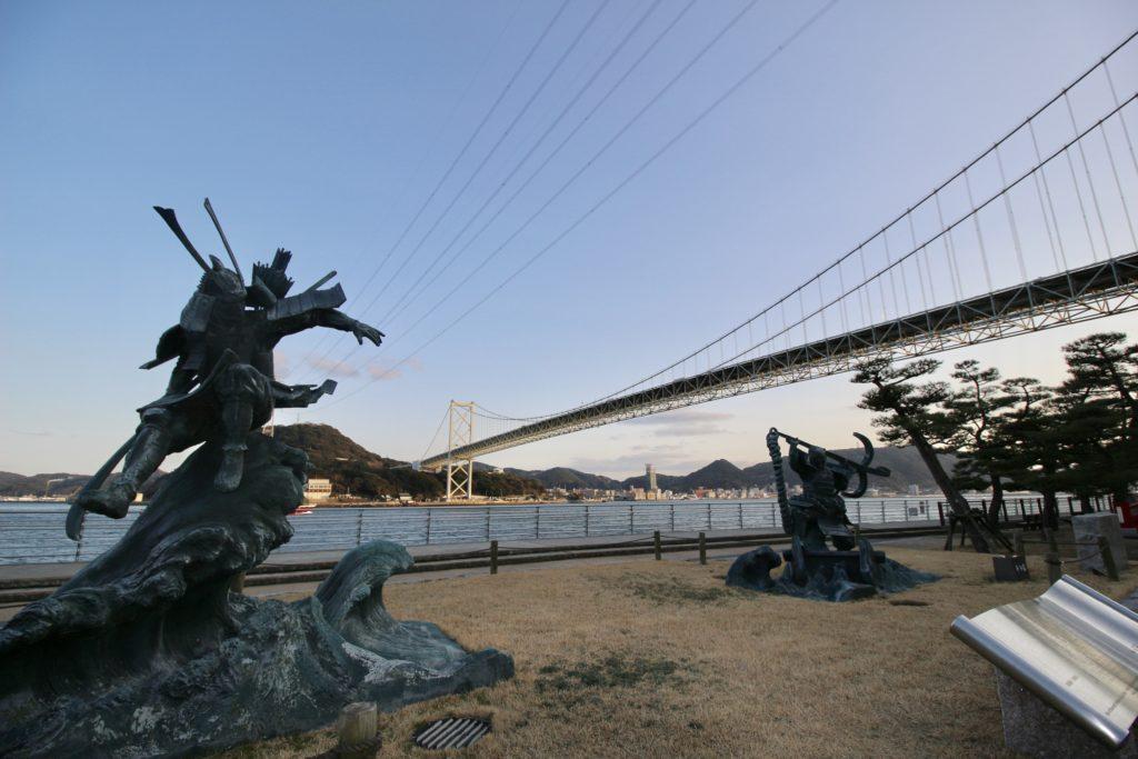 壇ノ浦の戦いを表した像