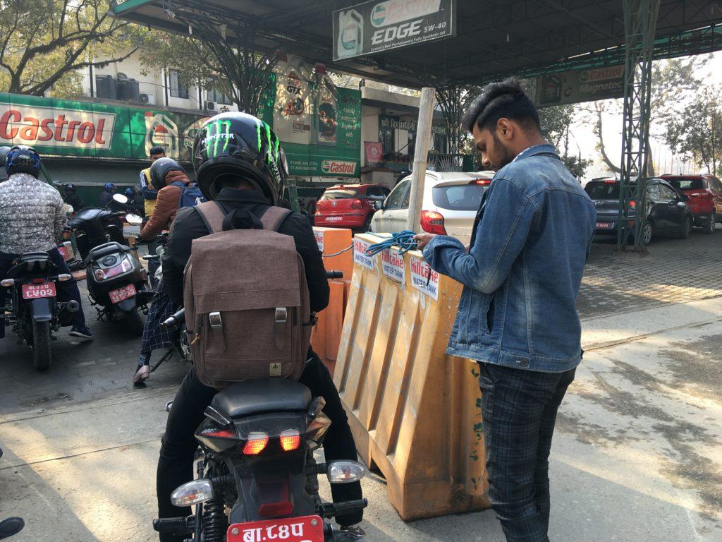 車とバイクの給油場所が分かれている