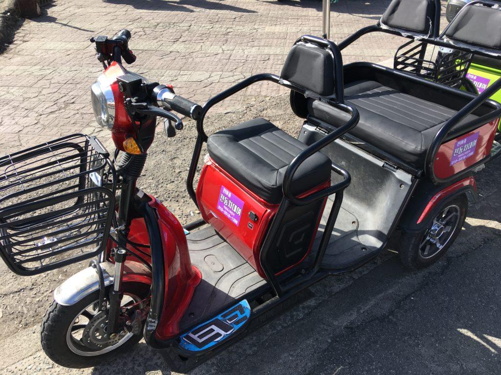 電動三輪車。