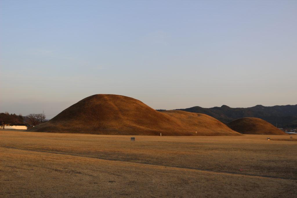 夕日に映える陵も美しい