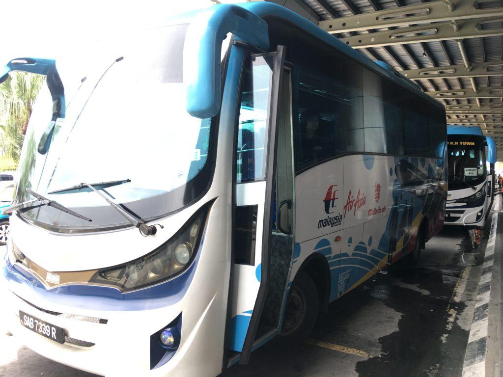 空港から市内へ行くバスです。