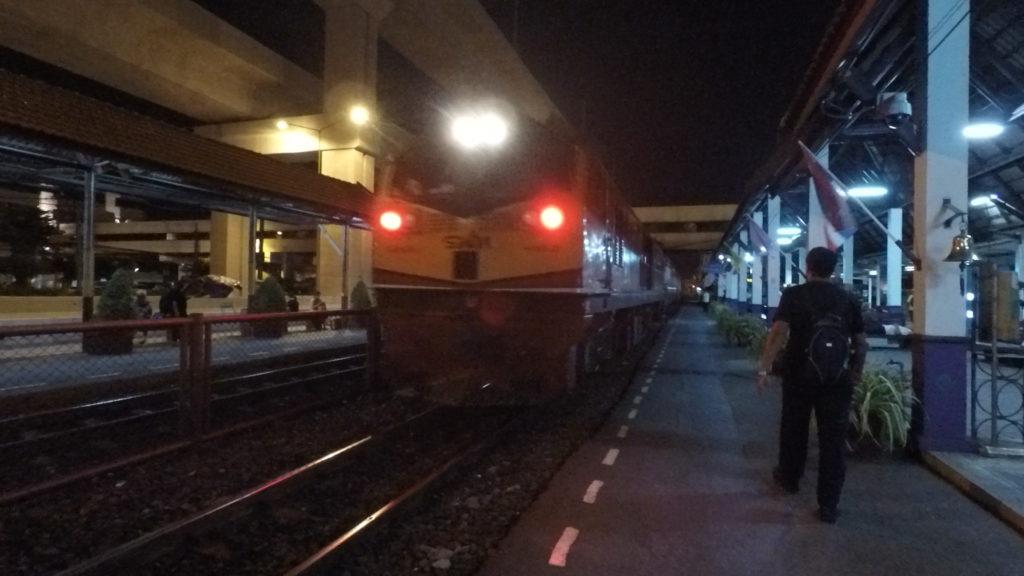 ドンムアン駅からフアランポーン駅まで乗車した列車
