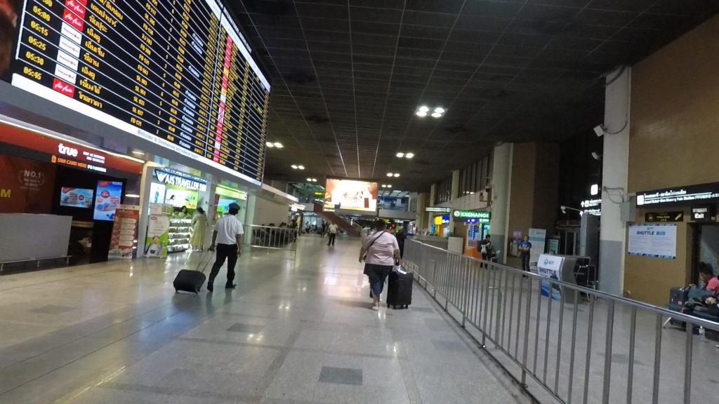 ドンムアン国際空港の到着フロア