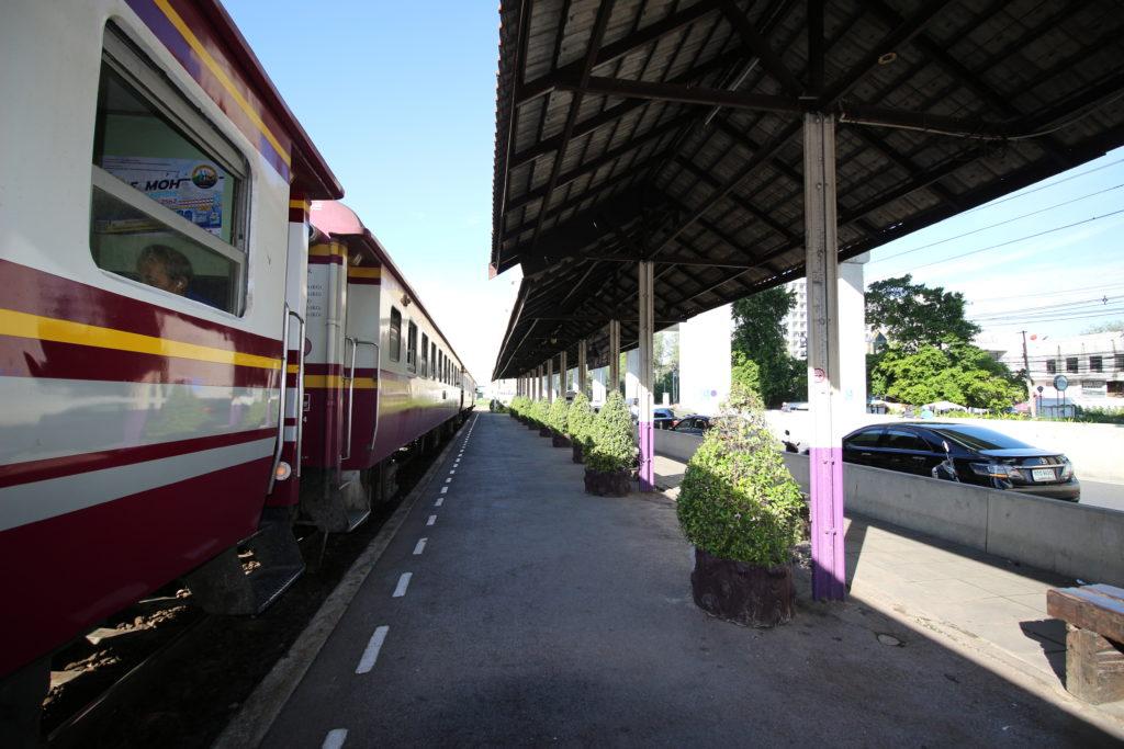 ドンムアン駅のホーム
