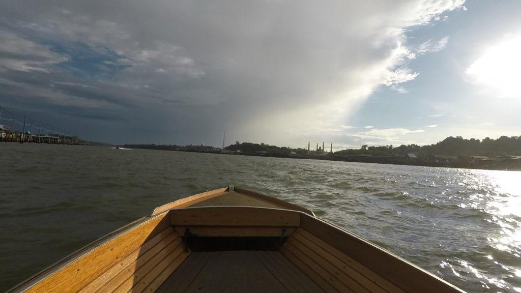 水上ボートでTAMOIへ向かった