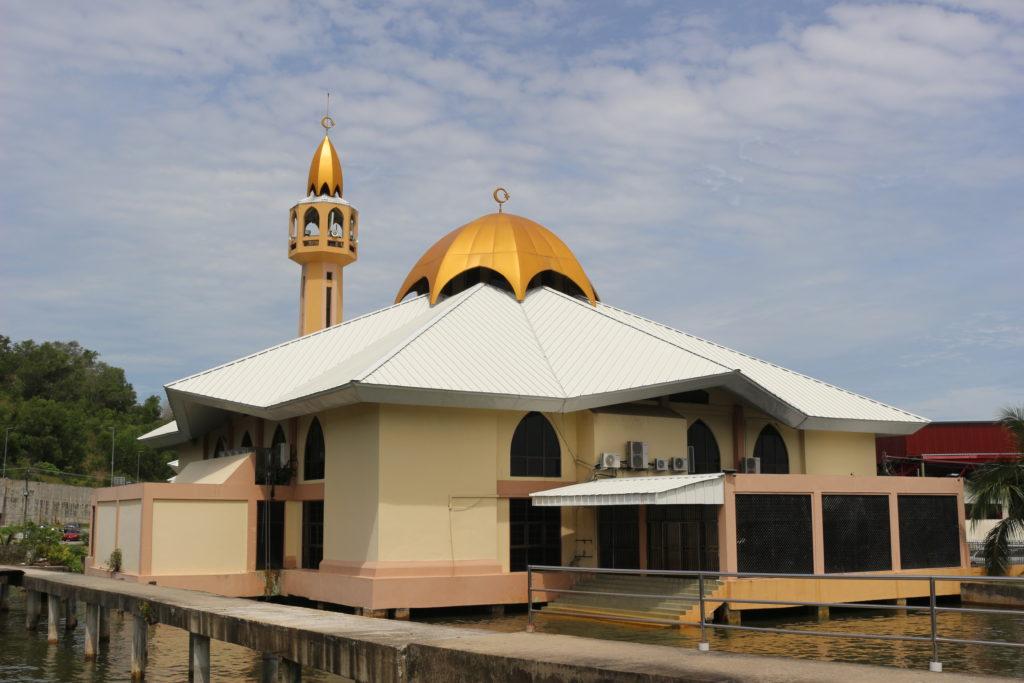 水上集落にあるモスク