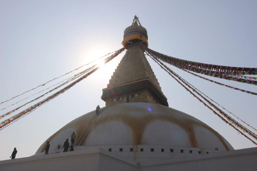 仏塔にはブッタの目が四方に描かれています