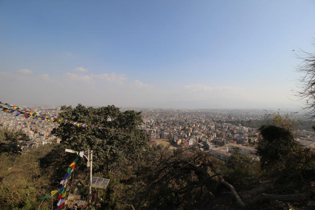 スワヤンブナート仏塔の丘の上から見たカトマンズの景色