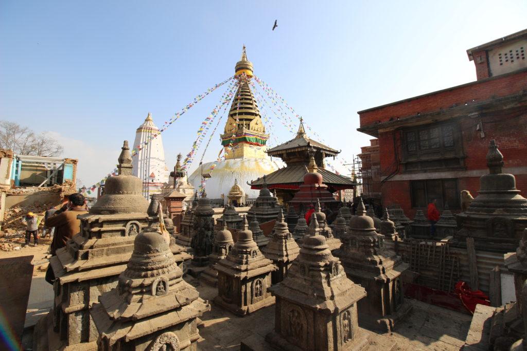 石でできた小さな仏塔
