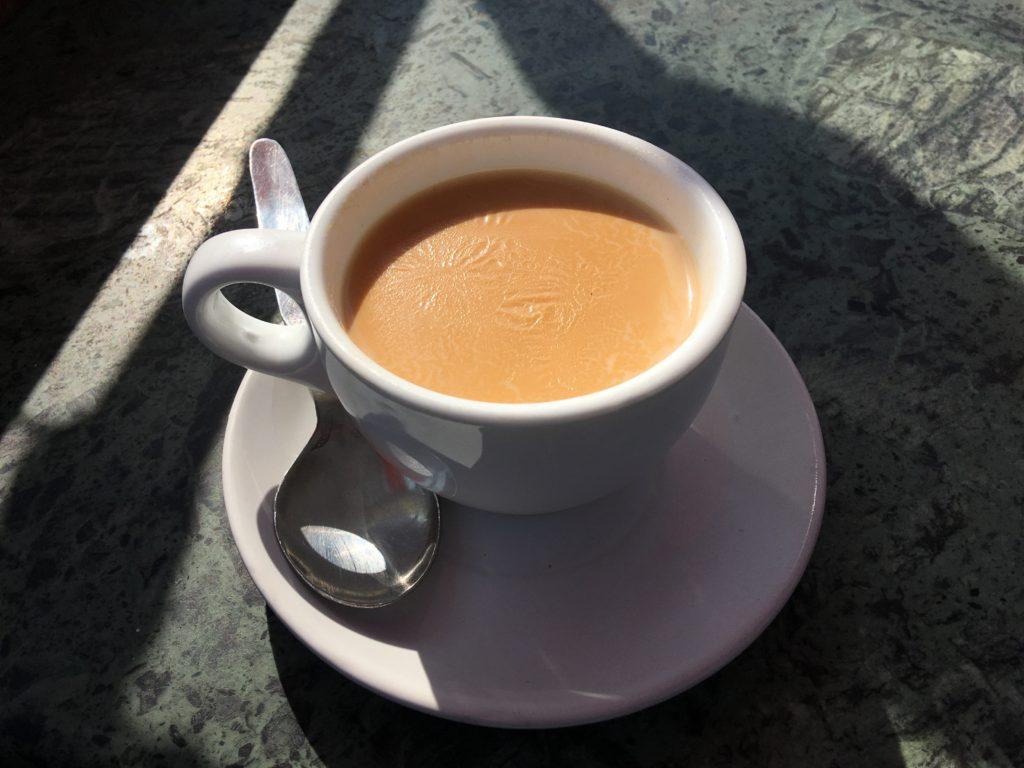 ボダナート・ストゥーパの向かいの建物の屋上にあったカフェでホットチャイを飲みました