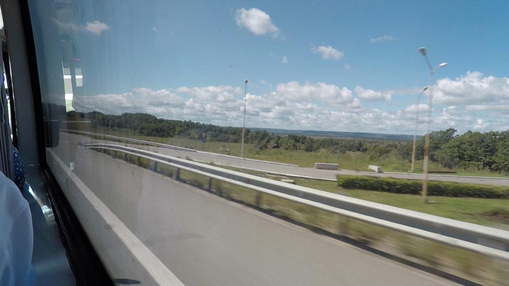 高速道路からの車窓です