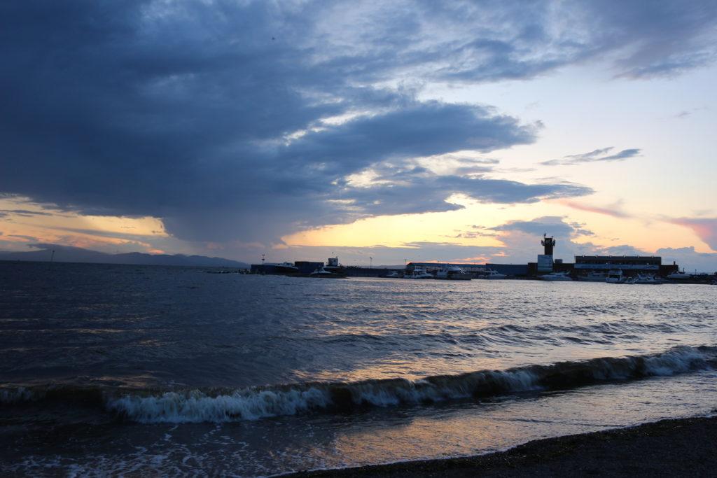 ビーチから見た夕日