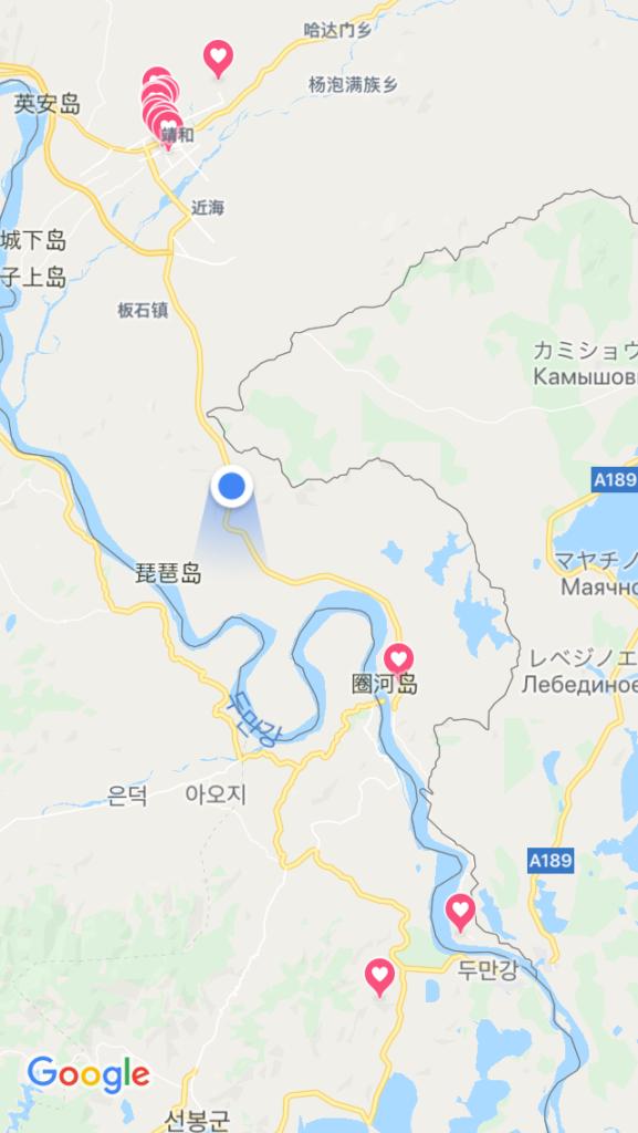 道のすぐ左側には中露の国境があります