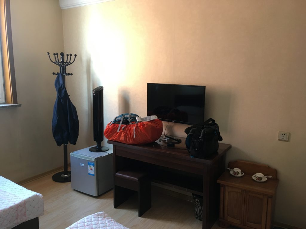 机、椅子、冷蔵庫、テレビなど置いてあるものは普通のホテルと大体同じです