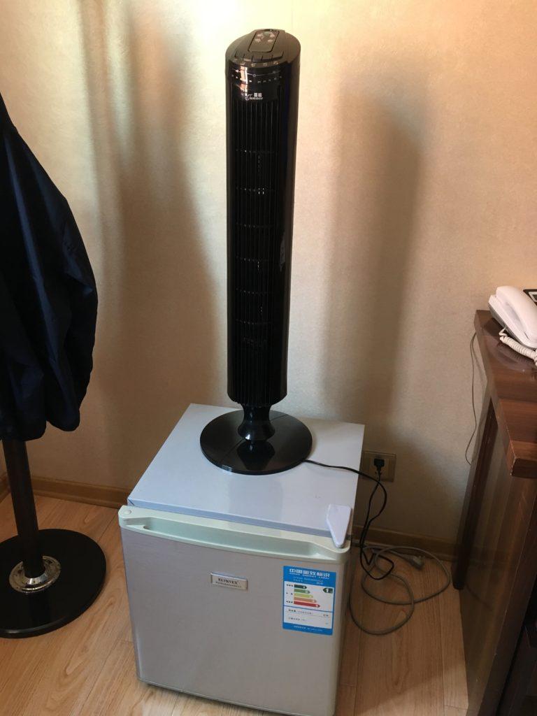 中華製の送風機がエアコン代わりとなります