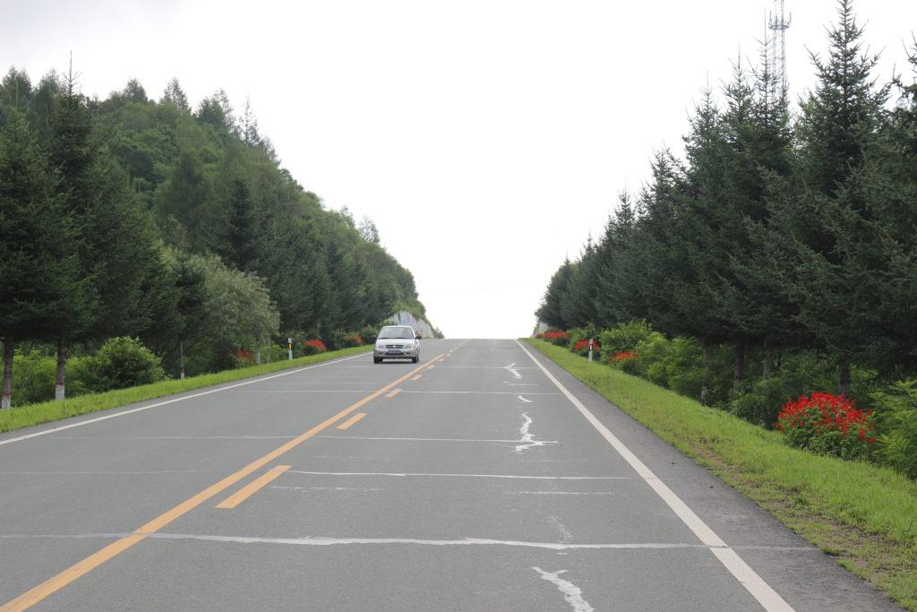 道は中国らしく綺麗に整備されています