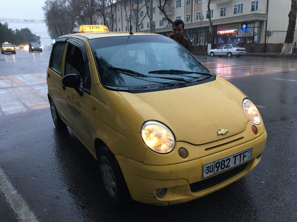 サマルカンドの公式タクシー