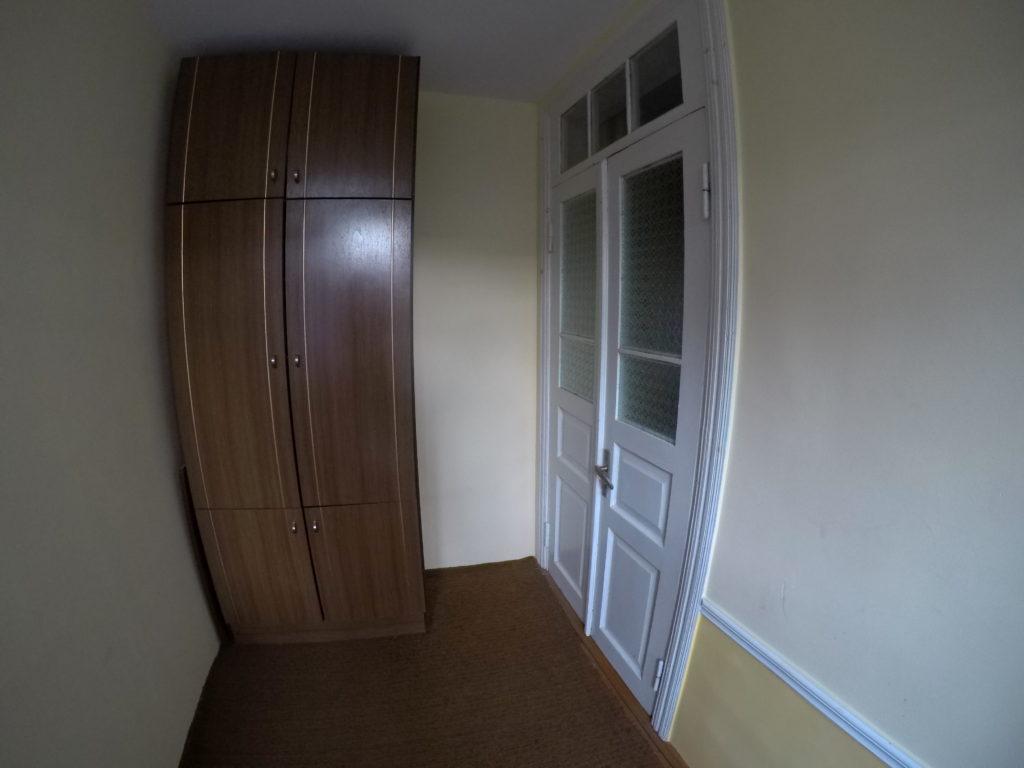 部屋の入り口の扉