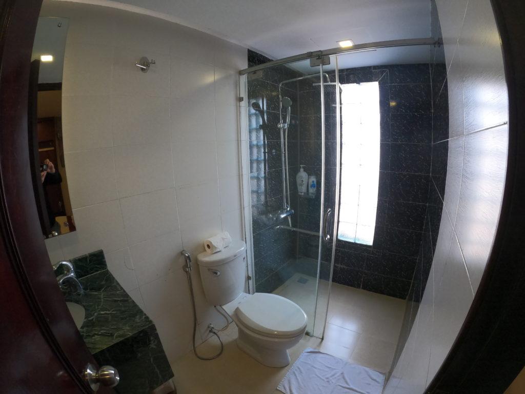 トイレ・シャワー室の全貌