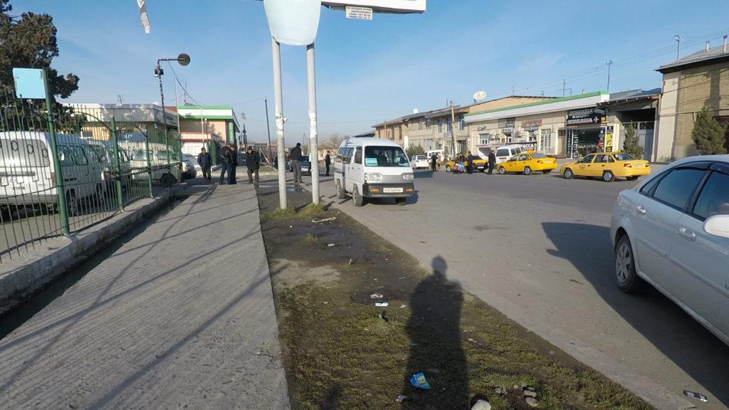 バスターミナルの入り口前の様子