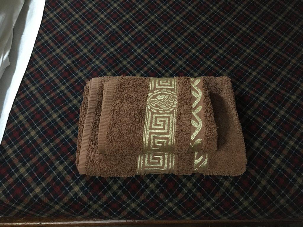 ハンドタオルが1枚、バスタオルが1枚用意されています。