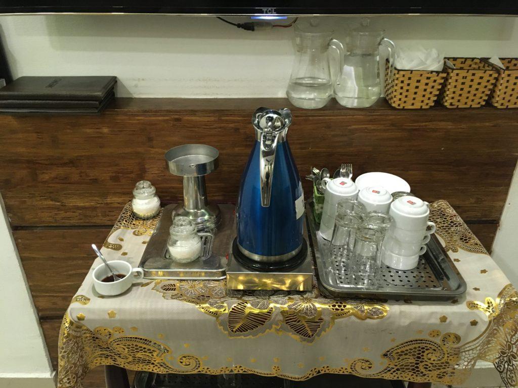 1階の食事スペースで無料で飲めるコーヒー、紅茶など