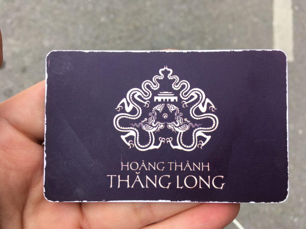 駐車場の入場ゲートで係員から渡されるICカード