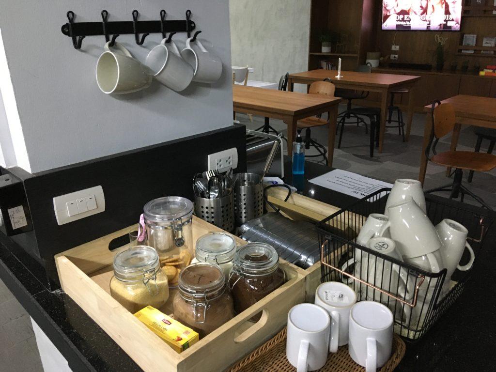 インスタントコーヒーや紅茶がいつでも飲めます。