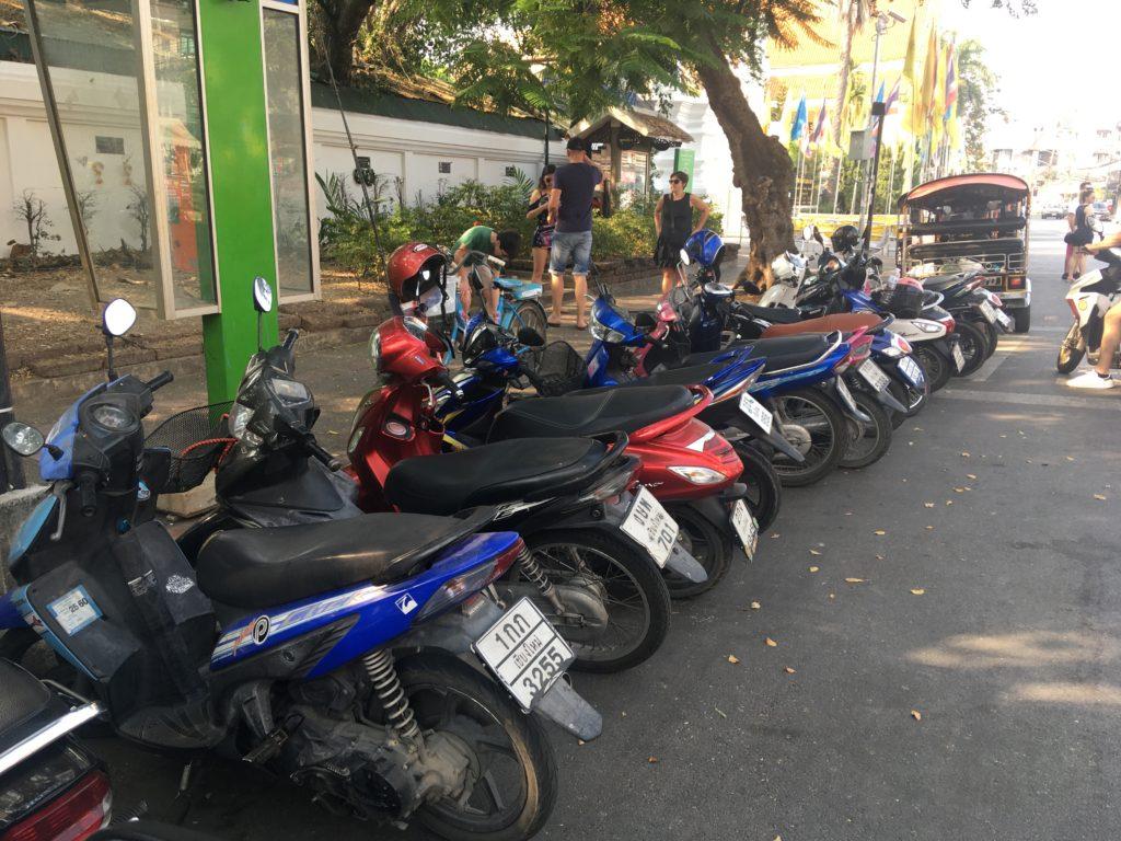 ワットプラシンのバイク駐車場所