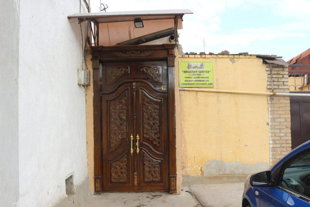 REGISTAN CENTERの入り口
