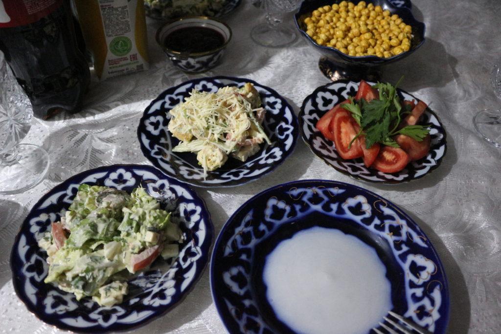 チーズやマヨネーズで和えたサラダ
