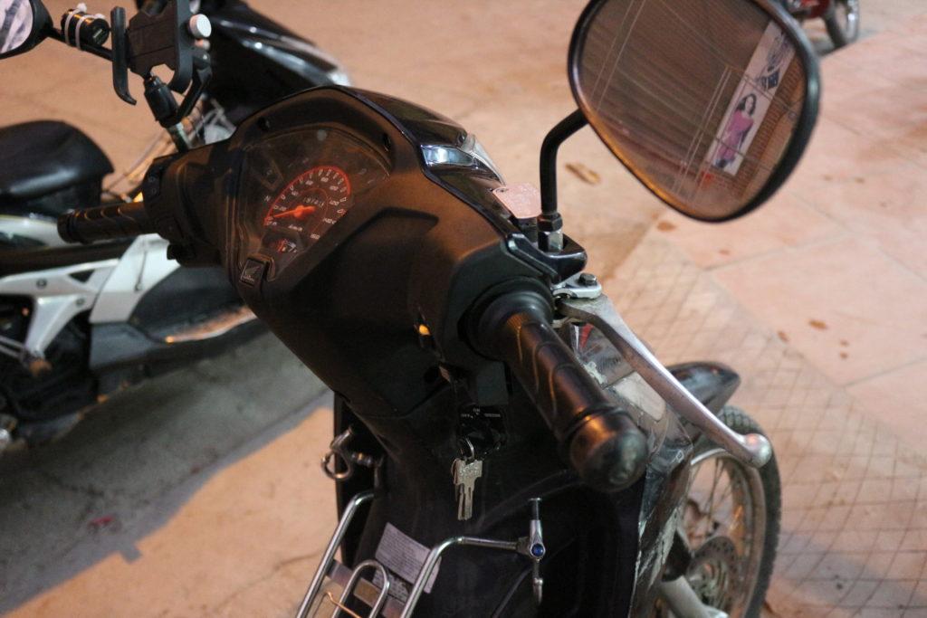 右ハンドルにある前輪ブレーキ