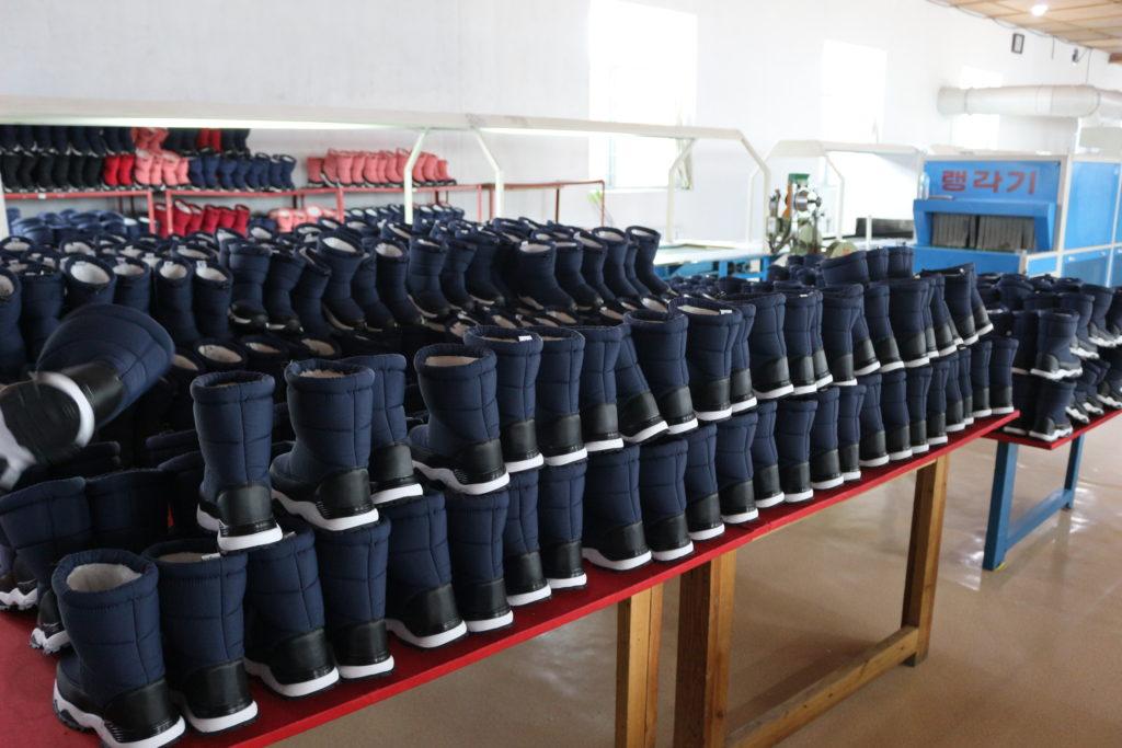 これからの冬に向けて生産されているブーツ