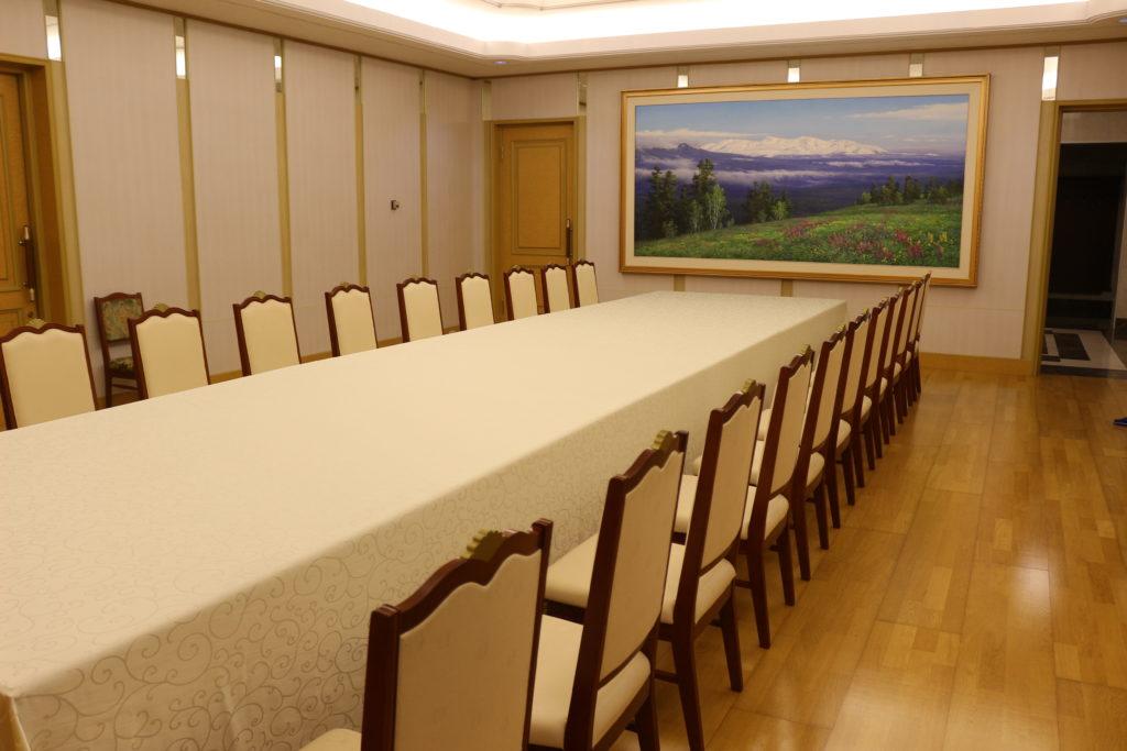 朝露親善閣の中にあった会議室