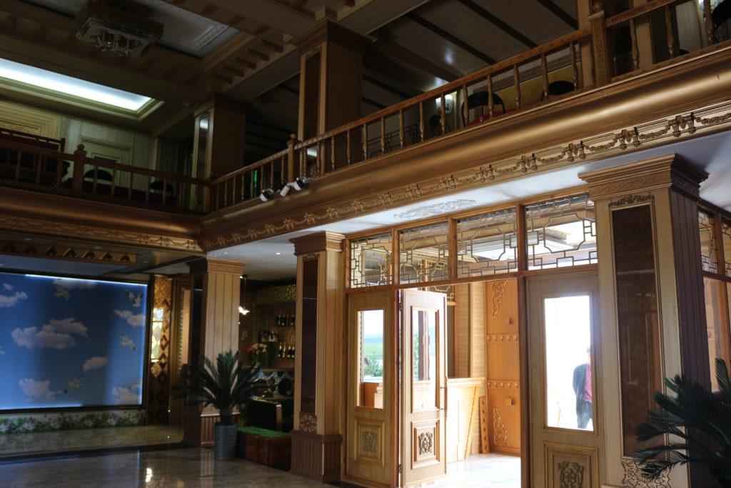 立派な造りのホテルの内観