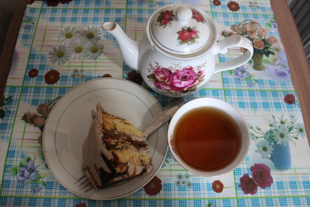 チェックイン後に部屋まで持ってきてもらったケーキと紅茶