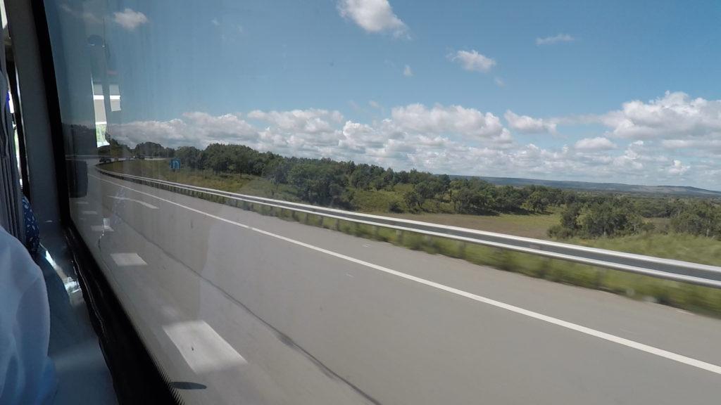 道中のほとんどは高速道路を走行