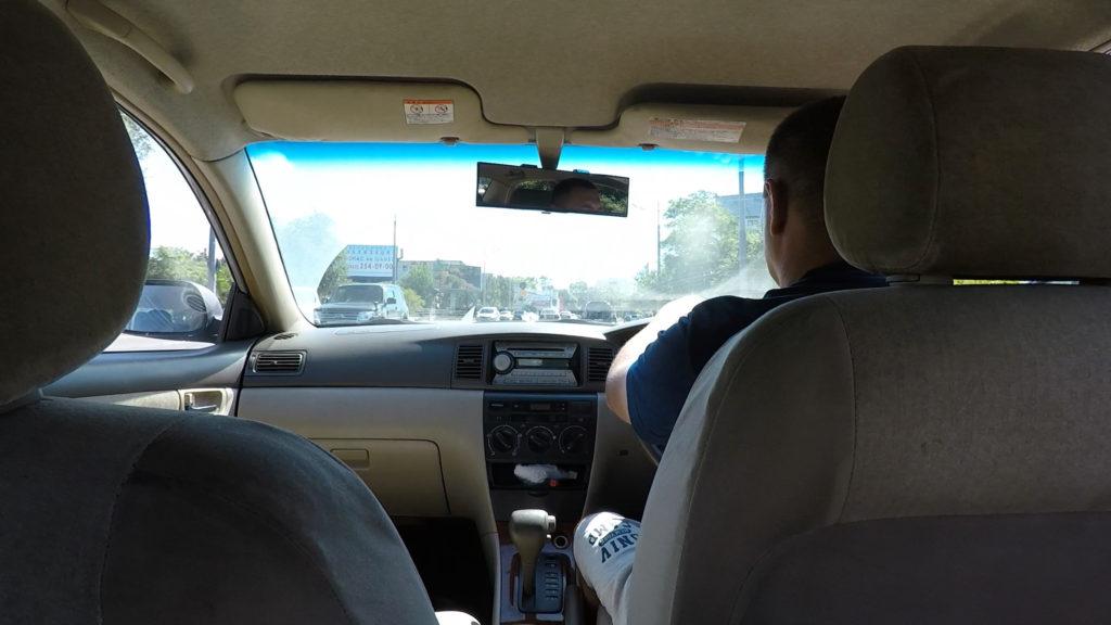 タクシーは白タクでした