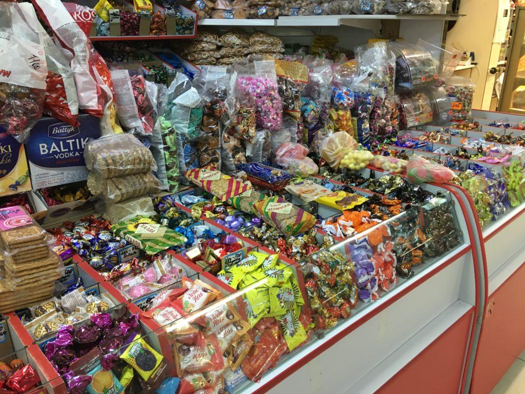 色んな種類のお菓子が売られていました