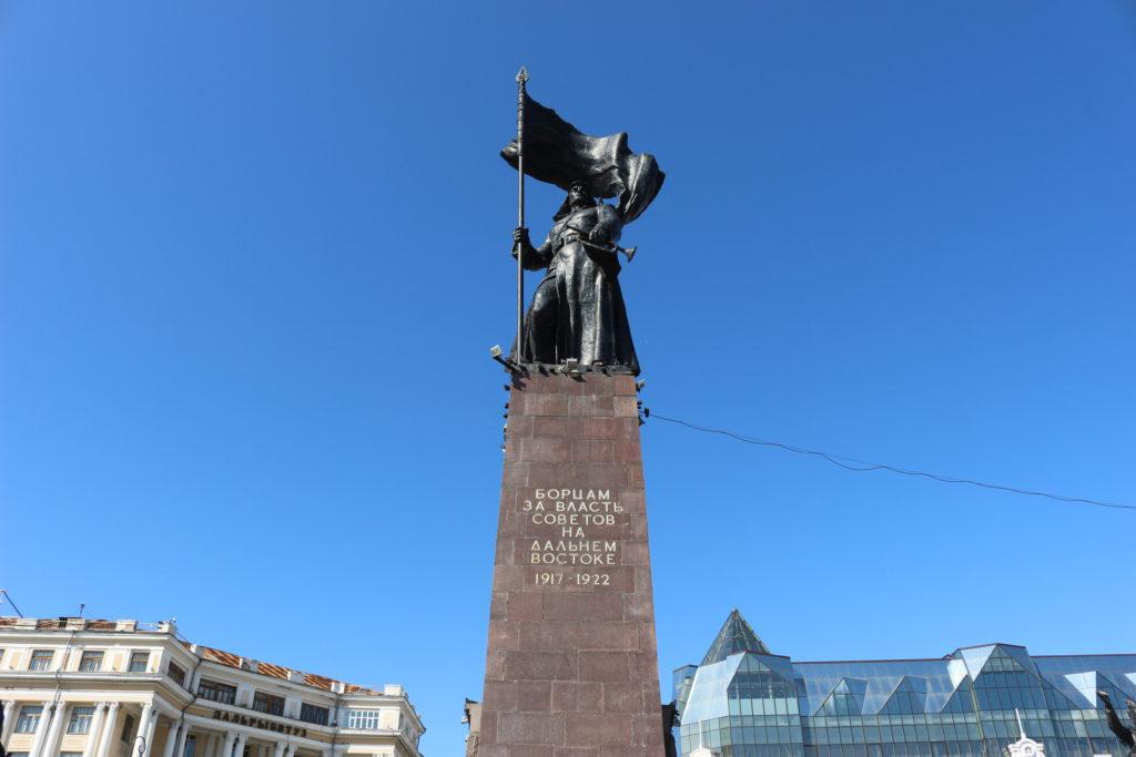 軍事栄光都市の石碑