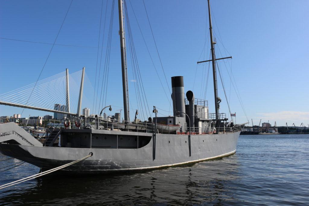クラースヌィ・ヴィムベル軍艦