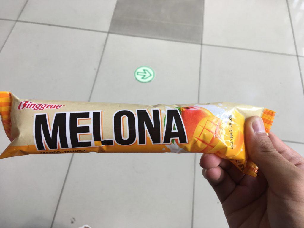 コンビニでマンゴーアイスを購入。美味しかったです。