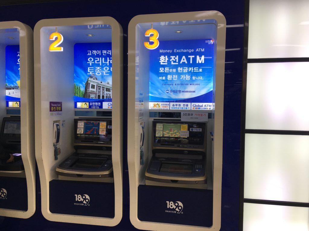 ATMで現地通貨をキャッシング