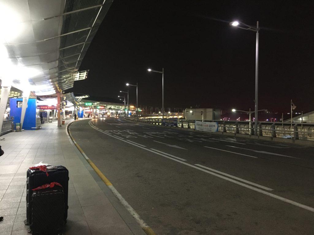 空港のターミナル前まで迎えに来てくれる